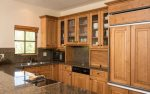 Fully equipped kitchen with counter seating for 4