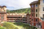 Montaneros courtyard and Vail Mountain views