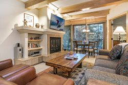 Antlers Two Bedroom/Two Bath 1000 Sq. Ft. Condo, Outdoor Pool & Hot Tubs on Gore Creek!