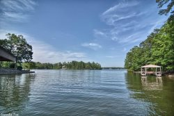 9 Narvaez Lane - WIFI, HDTV. Luxury defined on Lake Balboa in Hot Springs Village lake resort