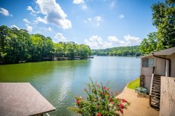 18 Daganza Place - HDTV, WIFI. Very nicely updated town home on Lake Desoto with covered dock and garage.