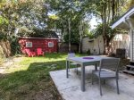 Enjoy Grilling and Drinking with friends We set up seats in the backyard for your convenience.