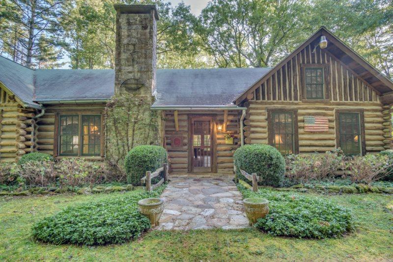 Edwards Pie Lodge An Historic Joe Webb Log Cabin