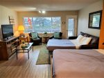 Master bedroom/King Bed