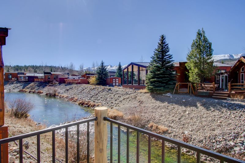 Brand New Mountain Chalet Vacation Home with Mountain View