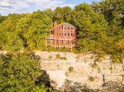 Stone Ledge, SCENIC VIEW with HOT TUB on the Bluff of Lookout Mountain.  50% Down To Reserve