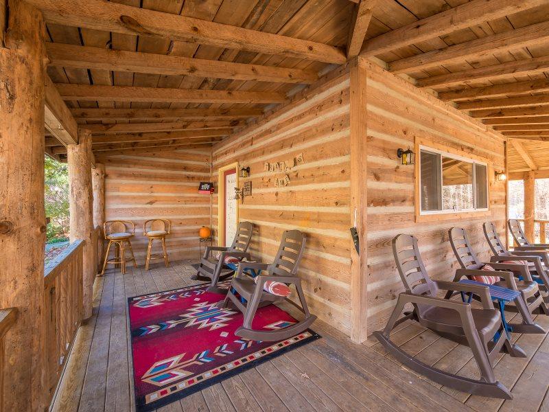 4 Bedroom 3 Bathroom Cabin/Bungalow Sleeps 12/Chattanooga