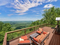 SCENIC VIEW, Peach Bluff House, On The Bluff of Lookout Mountain.  15% Off Weeknight Rates