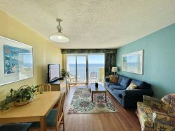 Amazing Amenities Oceanfront 1BR sleeps 6-8 Full kitchen