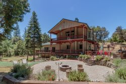 Secluded on 10 Acres, Large 4 Bedroom Near Yosemite