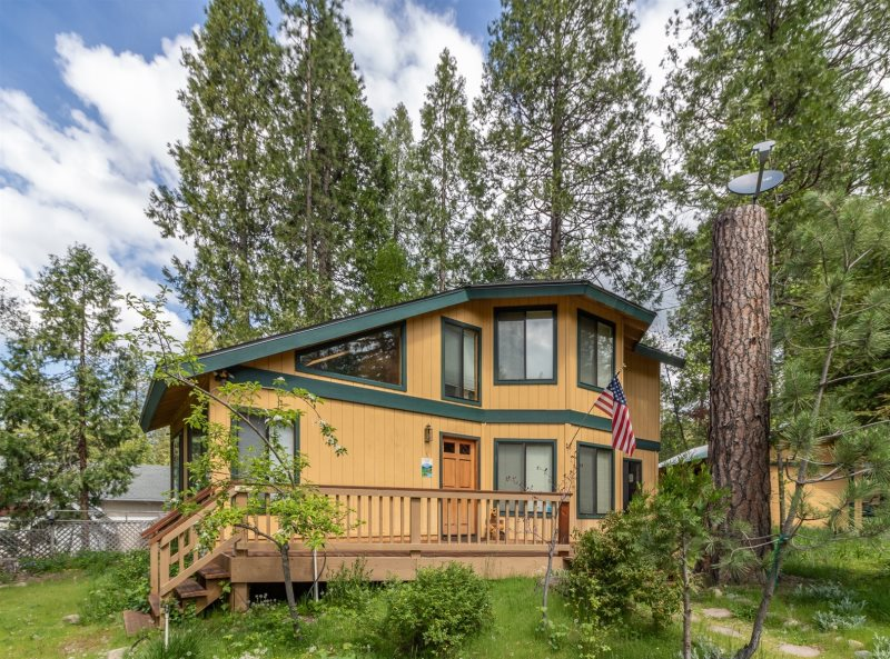Sierra Vacation Home Rentals | Hazelwood