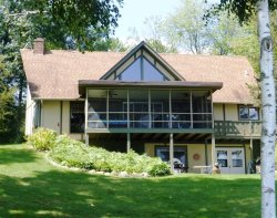 Beautiful Chalet cottage with screened porch on West Canadian Lake, Now with WIFI and smartTV