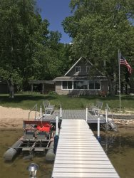 Great vacation home on Main Canadian Lake!  Now has wifi!