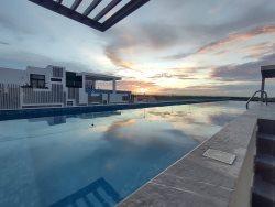 Moonlight 310- Studio with roof top pool!!