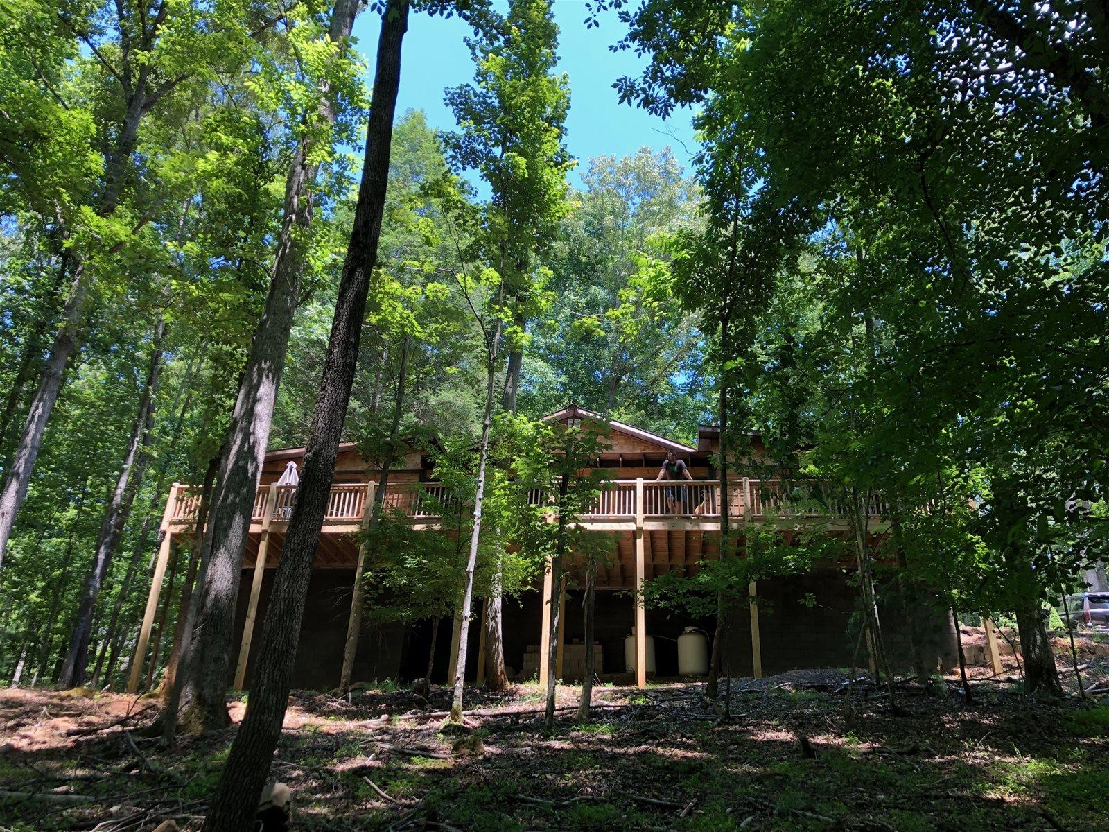 Treetops Retreat A Rustic Retreat In North Georgia That Has A Hot