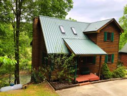 RIVERSIDE RETREAT: Dock on the River!  Pool table.  WiFi.  Pet Friendly. Fire Pit.