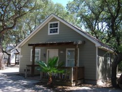 Perfect for families, access to pool, close to Copano Bay!