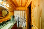 Beavers Bend Luxury Cabin Rentals - Cornerstone - Third Bedroom