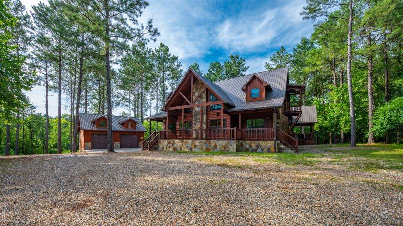 Dreaming Tree Beavers Bend Luxury Cabin Rentals Broken