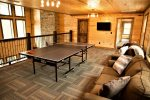 Beavers Bend Luxury Cabin Rentals - Camp Luxe - Ping Pong Table & Sofa Bed