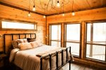Beavers Bend Luxury Cabin Rentals - Camp Luxe - Bedroom 4