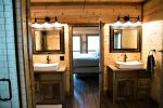 Beavers Bend Luxury Cabin Rentals - Camp Luxe - Bathroom