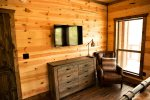Beavers Bend Luxury Cabin Rentals - Camp Luxe - Bedroom 5