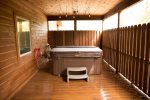 Beavers Bend Luxury Cabin Rentals - Camp Luxe - Hot Tub