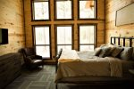 Beavers Bend Luxury Cabin Rentals - Camp Luxe - Bedroom 1