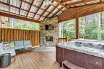 Beavers Bend Luxury Cabin Rentals  Acadian Cottage  Kitchen