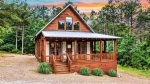 Beavers Bend Luxury Cabin Rentals  Acadian Cottage  Master Bathroom