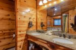 Lakeview - Beavers Bend Luxury Cabin Rentals - Main Level Bedroom - Bathroom