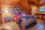 Lakeview - Beavers Bend Luxury Cabin Rentals - Upstairs Left Bedroom