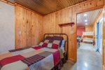 Lakeview - Beavers Bend Luxury Cabin Rentals - Downstairs Bedroom