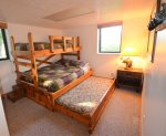Bunkroom with Queen / Twin Bunkbed Plus Queen Trundle