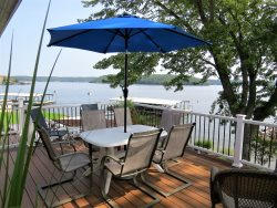 Wonderful Lakefront 4 Bedroom House