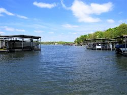 4 Bedroom Lakefront House, Sleeps 18 / Private Dock / Heart of Osage Beach