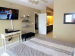 Lakeview Master Suite with Queen Bed