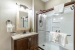 3rd Lakeview Bedroom with 2 Twin Beds