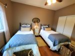 2nd Lakeview Bedroom with 2 Twin Beds House 2