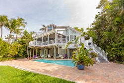 BEACHFRONT TREASURE - GREAT RATES FOR DEC/JAN/NOW AVAILABLE   SANIBEL EXCLUSIVE GULF FRONT ESTATE!