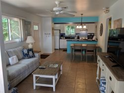 DRIFTWOOD COTTAGE #1 - FLORIDA STYLE COTTAGE THAT IS PET FRIENDLY AND A SHORT WALK TO BEACH!