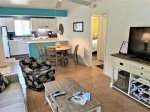 DRIFTWOOD COTTAGE #3 - FLORIDA STYLE COTTAGE THAT IS PET FRIENDLY AND A SHORT WALK TO BEACH!