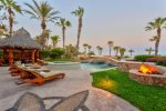 Spectacular Ocean & panoramic views. Fire pit, shaded out door dinning.