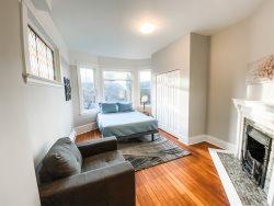 Modern and quiet 1 bedroom suite in Fernwood