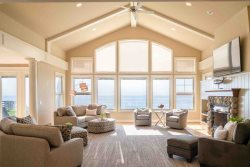 Luxury 8 bedroom Retreat sleeps 32 with Private Beach on Lake Michigan