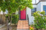2053 Cozy Urban Cottage - Private Paradise