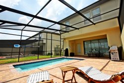 Amazing New TownHome 5 Bdr 4.5 Bath with Pvt Pool and Access to Clubhouse, 15min from Disney