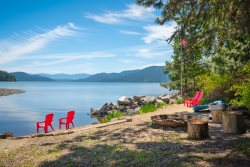 Waterfront, Private, Lodge Home, Beach, Hot Tub, Teepee!