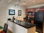 SKI-IN AND SKI-OUT - Schweitzer 1-bedroom condo - High-speed Internet & Hot Tub!